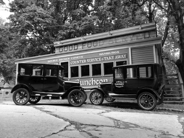 diner_and_cars_1921