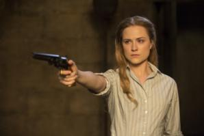 evan-rachel-wood-in-westworld-episode-5-gun